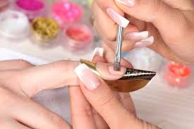 Освойте мастерство наращивания ногтей в школе «Партнер Плюс»