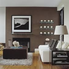 Коричневая мебель — какие обои выбрать?