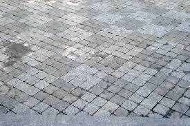 Гранитная брусчатка — отличное решение для тротуара и садовых дорожек