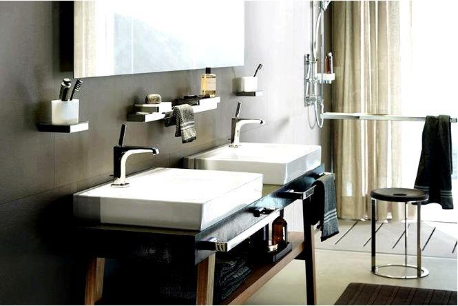 Обустройство ванной комнаты — белая ванная в современном стиле