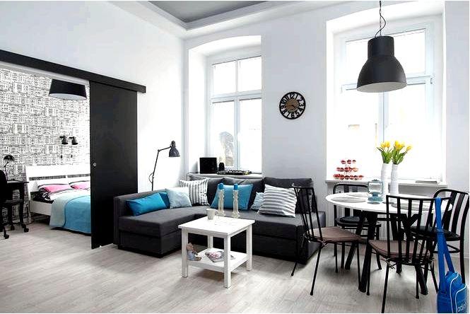 Обустройство однокомнатной квартиры в многоквартирном доме с синим цветом и городом на заднем плане!