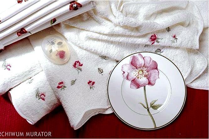 Обустройство спальни с фотообоями с розами