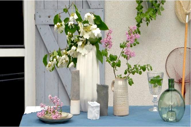 Обустройство террасы — украшение летнего стола в скандинавском стиле