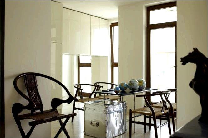 Дизайн интерьера экстравагантной квартиры-студии с уникальным дизайном ванной комнаты и зеркальными стенами!