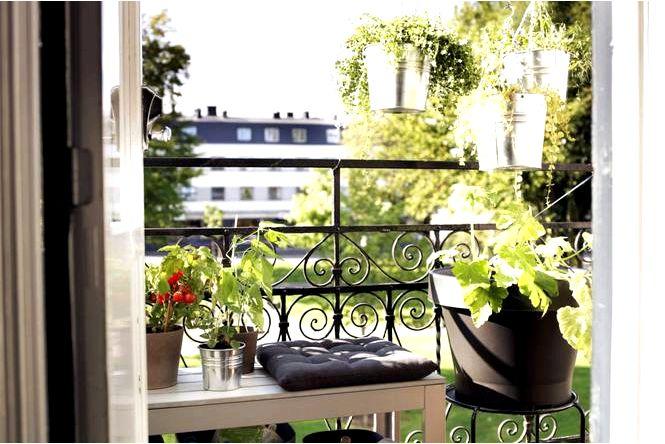 Балкон в блоке — как отделить себя от соседних балконных занавесок