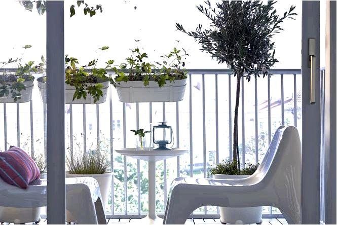 Балкон в блоке, балкон освежаем весной