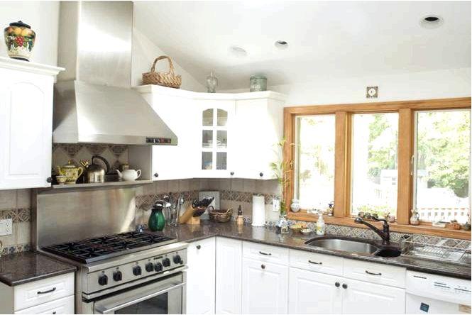 Белая мебель на кухне современный дизайн кухни фотографии