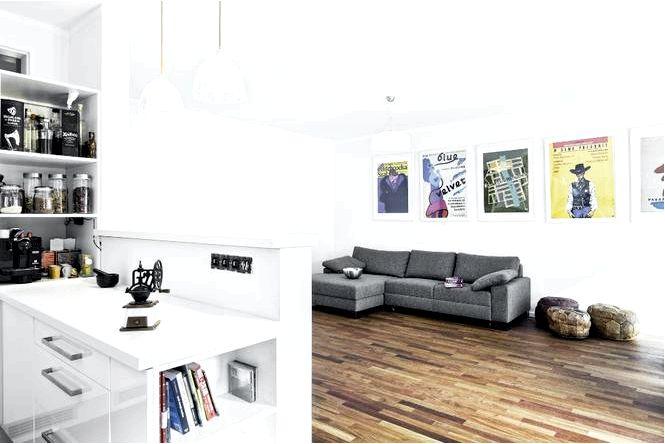 Белый интерьер без однообразия, т.е. кирпичный и чистый белый в современном интерьере