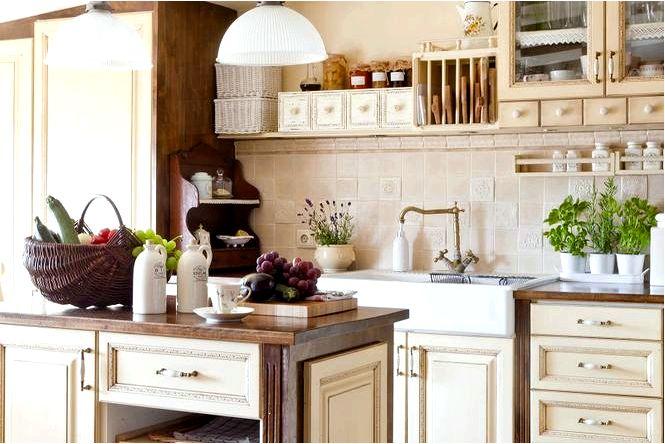 Выбеленная мебель на кухне в модном стиле шебби шик потертый покрой