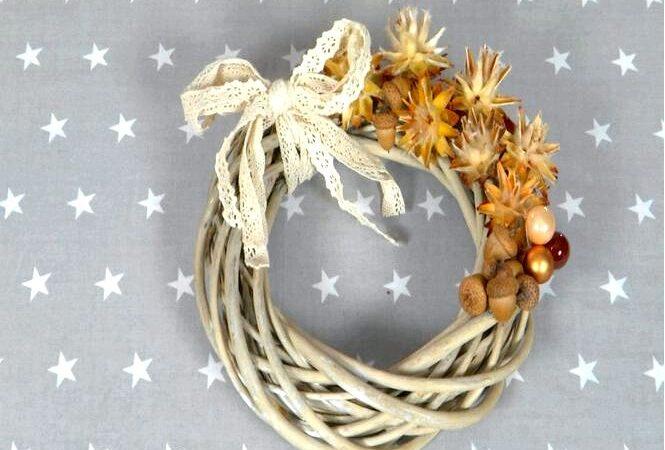 Рождественский венок из шишек на дверь, как сделать пошагово