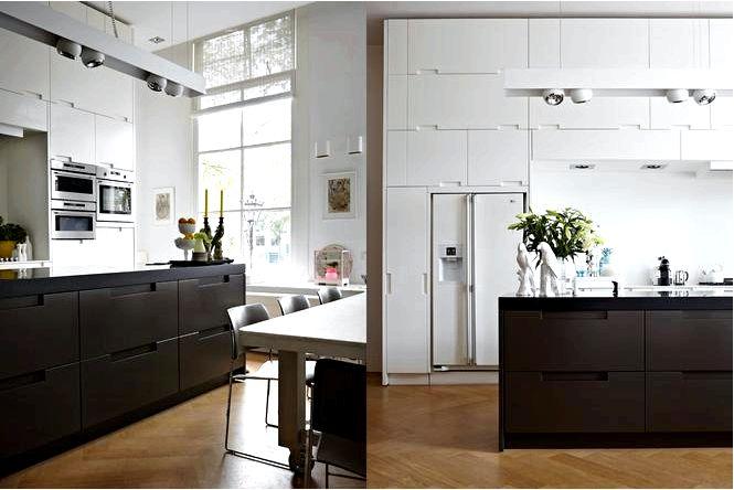 Черно-белая кухня в многоквартирном доме, вдохновляющая идея в современном стиле