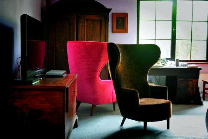 Деревянная мебель в салоне антиквариат против современной мебели для гостиной!