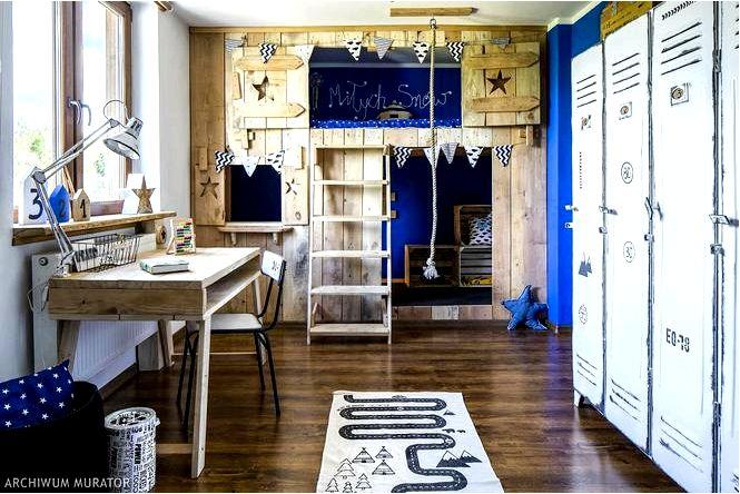 Деревянный дом в номере мальчика — просто правильно для любовника приключений!
