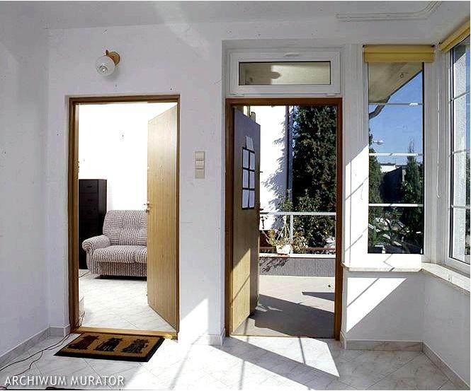 Двери в дом какие двери в белые окна советует специалист