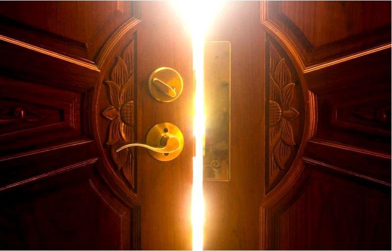 Двери на протяжении веков и магия в них содержится-двери