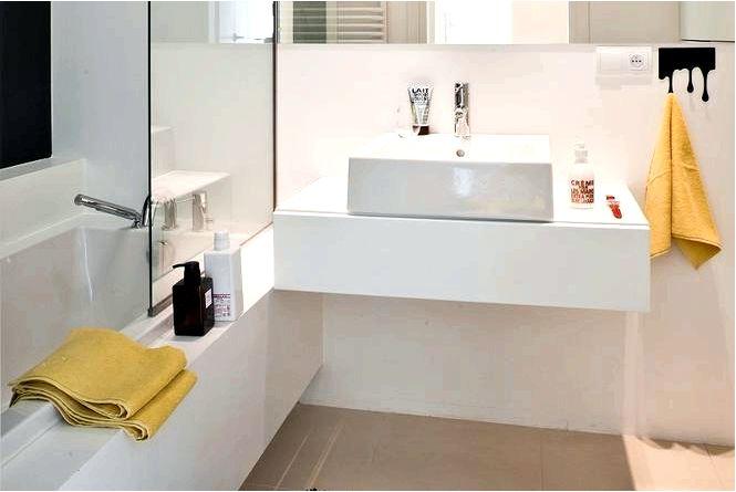 Два оформления ванных комнат в стиле гламур
