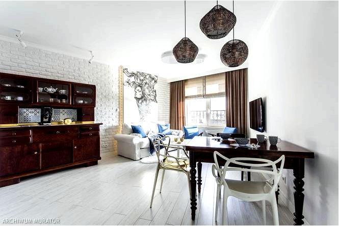 Эклектичная квартира в кракове, винтаж в сочетании с современностью и панно в гостиной