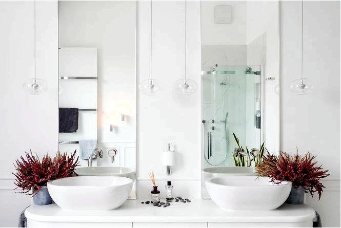 Элегантная ванная комната для двоих, довоенная элегантность и современный минимализм