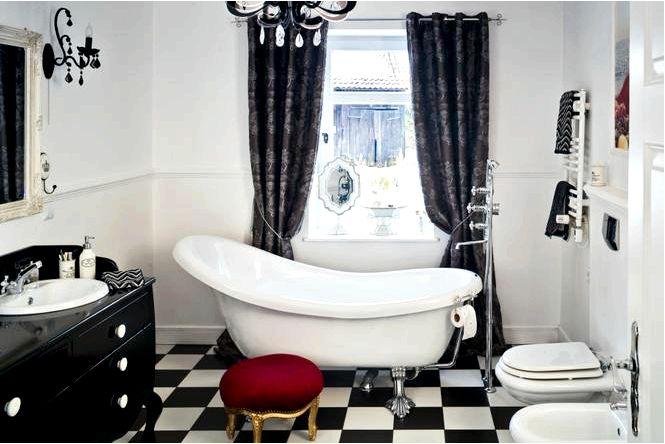 Элегантная черно-белая ванная комната для двоих