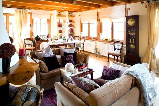 Гостеприимный интерьер дома в традиционном усадебном стиле
