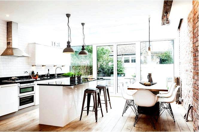 Промышленная кухня со столовой.современный интерьер с кирпичом на заднем плане