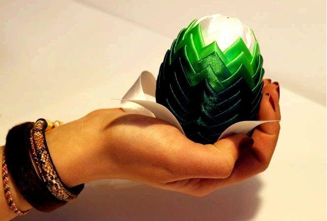 Яйца из ленты модные пасхальные украшения сделать сам