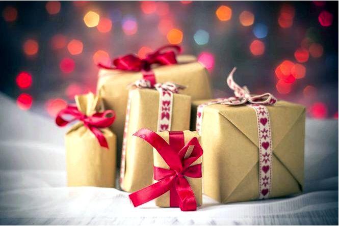 Как красиво упаковать рождественские подарки? практические идеи для непрактичных форматов подарков!