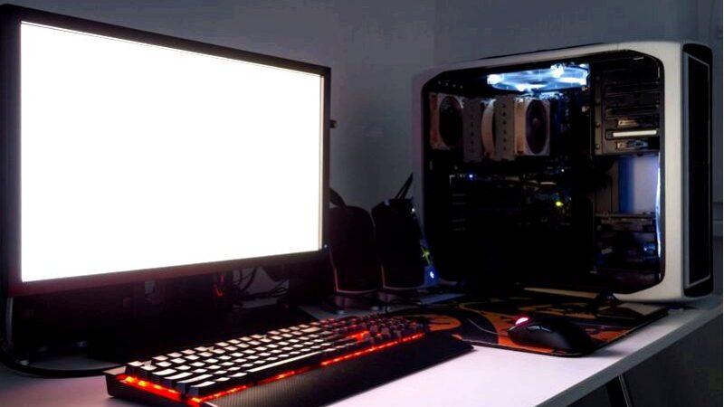 Компьютер как украшение интересные идеи и аранжировки с компьютером в