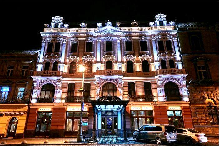 Готелі у Львові