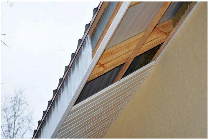 Як вибрати правильно софіти для підшивки даху знизу