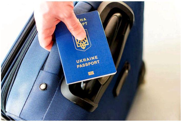 Украинцы будут получать польские визы по почте