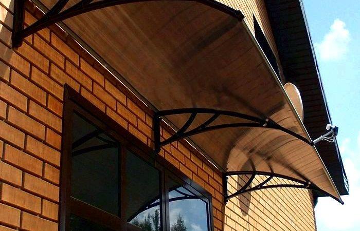 Козырьки из поликарбоната-элемент для защиты наружной двери, крыльца
